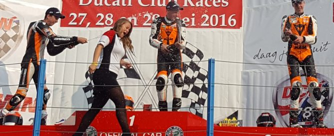 2016 KTM Duke 690 Battle DCR TT Circuit Assen